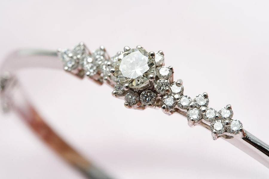 Gifting Well on a Budget – First Pawn Jewelry and Loan is the Ideal Gift Shop!