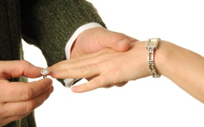Selling your Engagement and Wedding Band Sets at a Pawn Shop – What You Need to Know